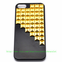 Black iPhone 5 hard Case Cover with golden pyramid stud For iPhone 5 Case, iPhone hand case cover    b-1