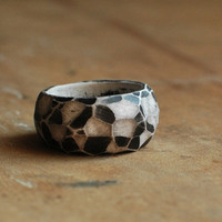 Fragment ring in Black and White