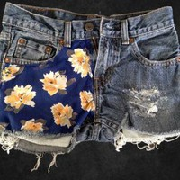 Blue Floral Sheer Fabric Panel Levi&#x27;s Cutoff Denim Shorts 26