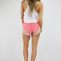 SHORTS WITH WHITE CROCHET DETAIL - Peach