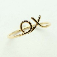 xo Hug and Kiss Ring in GOLD