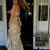 $1,200.00 Wedding Dress for the Pure at Heart by reevesfagan on Etsy