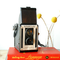 1950&#x27;s Spartus Full-Vue Camera TLR Box Camera