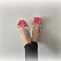 Crochet Slilppers in Ivory with pink felt flower by Iovelycrochet