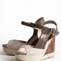 Hampton Travels Wooden Wedge | Modern Vintage New Arrivals
