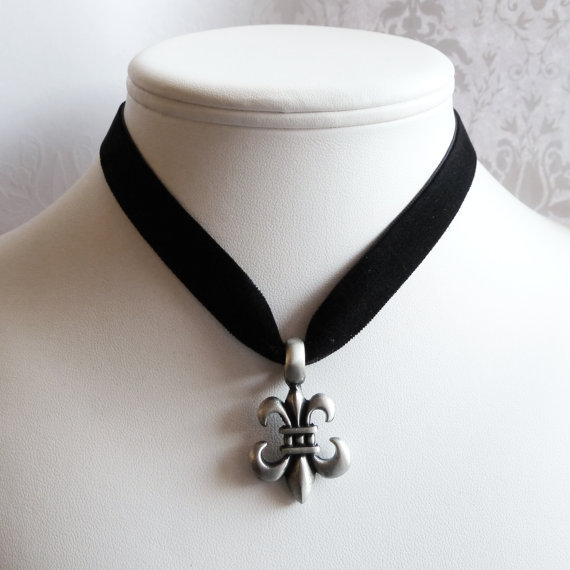 Velvet choker with fleur de lys pendant by Arthlin on Etsy
