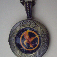 Hunger Games LOCKET Necklace by qizhouhuang on Etsy