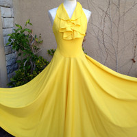 A vintage 1960s 1970s bright sunny yellow by Samlovesvintage
