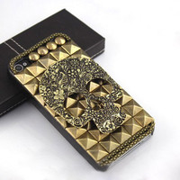 Skull With Rivet  Hard Cover Case For Iphone 4/4s/5