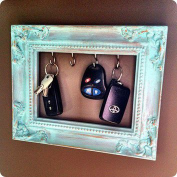 The Purple Carrot | purplecarrotkc.com: DIY Frame Key Holder
