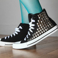 Studded Hi-Top Baseball Shoes