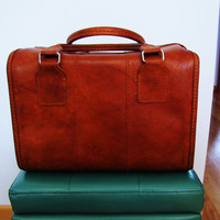 vintage vegan Samsonite Sonora overnight bag. soft sided bag. train case. make up case. gadge case
