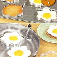 STAINLESS STEEL FLOWER SHAPED EGG/PANCAKE SHAPERS - SET OF 4 (TAKE THE BORING OUT OF BREAKFAST!): Kitchen & Dining