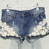 Fashion Flower Lace Denim Shorts