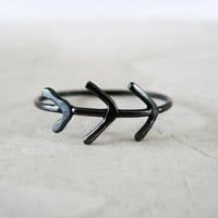Three Little Arrows Ring - black silver ring
