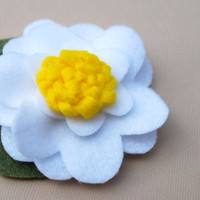 Spring Daisy Felt Flower Hair Clip with Yellow by PosiesandPetals