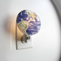 Kikkerland Design Inc   » Products  » Night Light + Earth