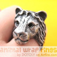 Large 3D Adjustable Lion Head Animal Wrap Around Hug Ring in Silver