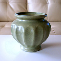50s VINTAGE HAEGER CACHEPOT Mid Century American Pottery Ceramic Flower or Herb Garden Pot in Speckled Soft Jade Green