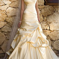 [223.99] Fantastic Satin A-line Strapless Drop Waist Pick-up Wedding Gown With Beadings and Lace Appliques - Dressilyme.com