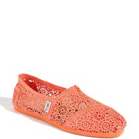 TOMS Classic Crochet