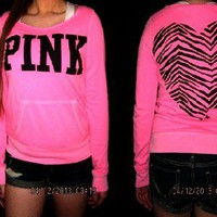 NWT VICTORIA&#x27;S SECRET PINK ZEBRA HEART CREWNECK/ SWEATSHIRT SIZE MEDIUM