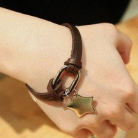 Pure leather material simple and stylish bracelet
