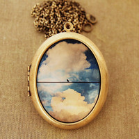 Solo Bird - Solitary Bird On A Wire Against A Colorful Vintage Cloudy Sky - Grande Photo Locket Necklace