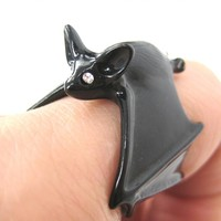 3D Adjustable Bat Animal Wrap Around Hug Ring in Black