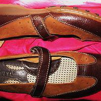 BORN SHOES  FLAT RUSTY BROWN SUEDE LEATHER  MARY JANES W LOGO !SIZE 6.5 M /37 !