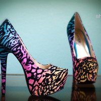 Bumper Elle-10 Blue Multi Printed Pointy Toe Platform Pump - Shoes 4 U Las Vegas