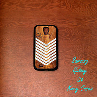 Samsung Galaxy S4 Case, Geometric Arrow,white on wood(not a real wood Samsung Galaxy S4 case, Samsung Galaxy S3 Cases, Galaxy  S3 case