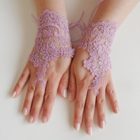 Wedding Gloves, ivory lace gloves, Fingerless Gloves, lilac  wedding gown, off cuffs, cuff wedding bride, bridal gloves,