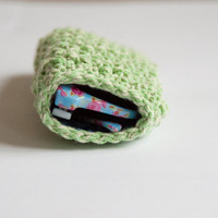 Crocheted sunglass pouch - green