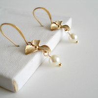 Gold Orchid Earrings Pearl Earrings Bridal by LovelyJewelsBoutique