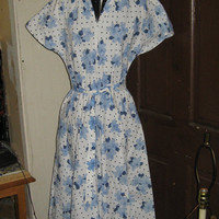 Vintage 1970  cotton   white dress w blue dots and flowers house dress sz 10  new condition