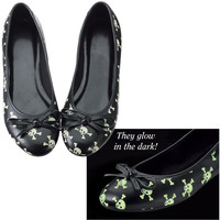 Skull and Crossbones Flats                         - New Age, Spiritual Gifts, Yoga, Wicca, Gothic, Reiki, Celtic, Crystal, Tarot at Pyramid Collection