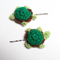 Turtle bobby pins. Crochet animal hair pins. Turtle hair accessory.
