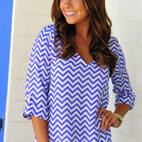 RESTOCK: EVERLY Spring Back The Chevron V-Neck: Periwinkle | Hope's