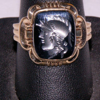 Man's 10K yellow gold intaglio ring 6.1 grams size 9 3/4