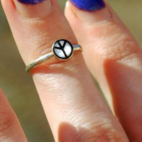 Sterling Silver Peace Sign Above Knuckle Ring from Black Tied