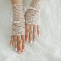 lace glove, peach lace glove, glove, bridal glove, wedding accessories, wedding glove, free ship