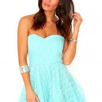 Missguided - Chantelle Lace Prom Dress In Powder Blue