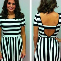 Black and White Open Back Short Sleeved Dress