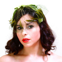Vintage Green Fascinator Hat - 1950s Bird Cage Veil Netting Feather & Bow Fashion Headband Accessory - Ivy