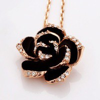 Black roses necklace
