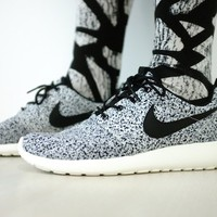 Nike Wmns Roshe Run Black Sail