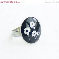 ON SALE Flowers Ring, Adjustable Ring, Black and White Ring, SIlver Color Ring, 20mm Ring, Resin Ring, FREE shipping