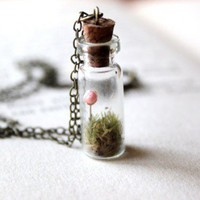 Flower in the Field- Live terrarium necklace | RoyalRadar - Jewelry on ArtFire
