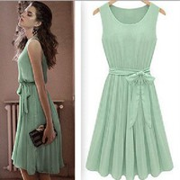 The European and American wind round collar sleeveless pleater vest skirt